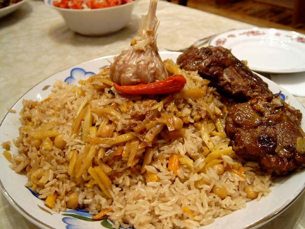Каши и крупяные запеканки.  Свежая баранина или говядина - 600 г рис перебранный - 800 г большой лук репчатый...